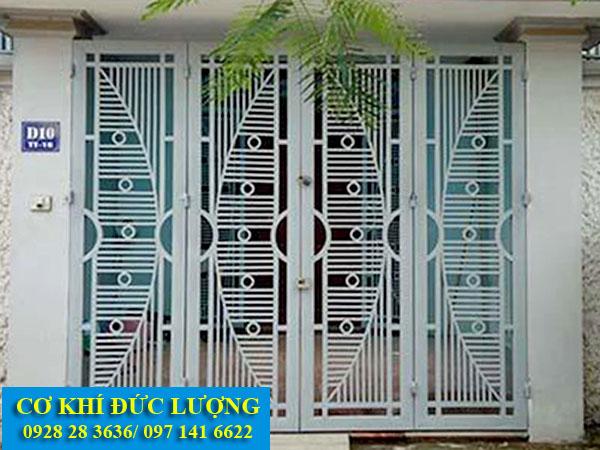Mẫu cửa sắt inox đẹp CS1926 bề mặt sơn tĩnh điện