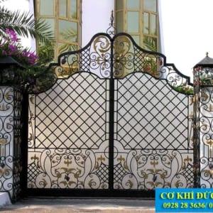Cổng sắt đẹp cho nhà biệt thự CS1931