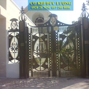 Cửa cổng sắt 2 cánh nhà biệt thự CS1947