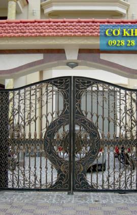 Cổng sắt đẹp nhà biệt thự CS1948