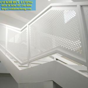 Mẫu cầu thang đẹp tay vịn sắt hộp an toàn CT3039