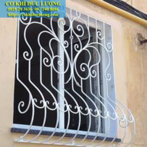 Mẫu cửa sổ sắt SH30