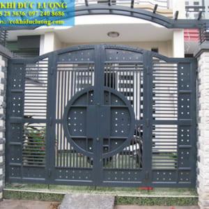 Cửa cổng sắt hộp đẹp CS2015